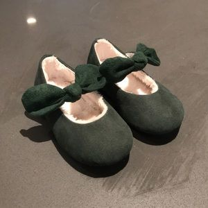 NEVER WORN - Green suede shoes